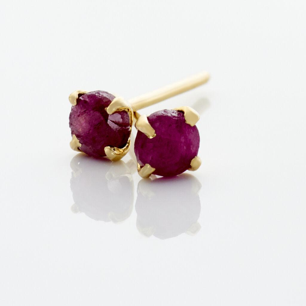 Boucles D'oreilles Puces Elea Serti Griffe Or Jaune Rubis - Clous d'oreilles Femme | Histoire d'Or