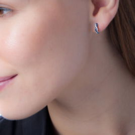 Boucles D'oreilles Puces Ligera Or Blanc Saphir Et Diamant - Clous d'oreilles Femme   Histoire d'Or